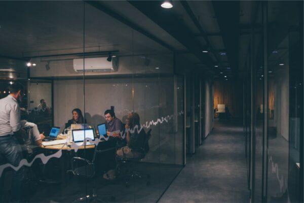 Usage of graphic designer in business start-up & Local work